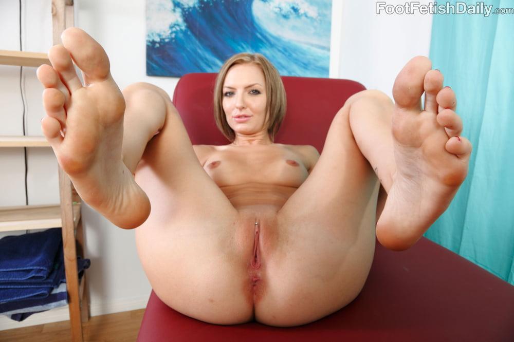 Naked girls bare feet free pics — pic 7