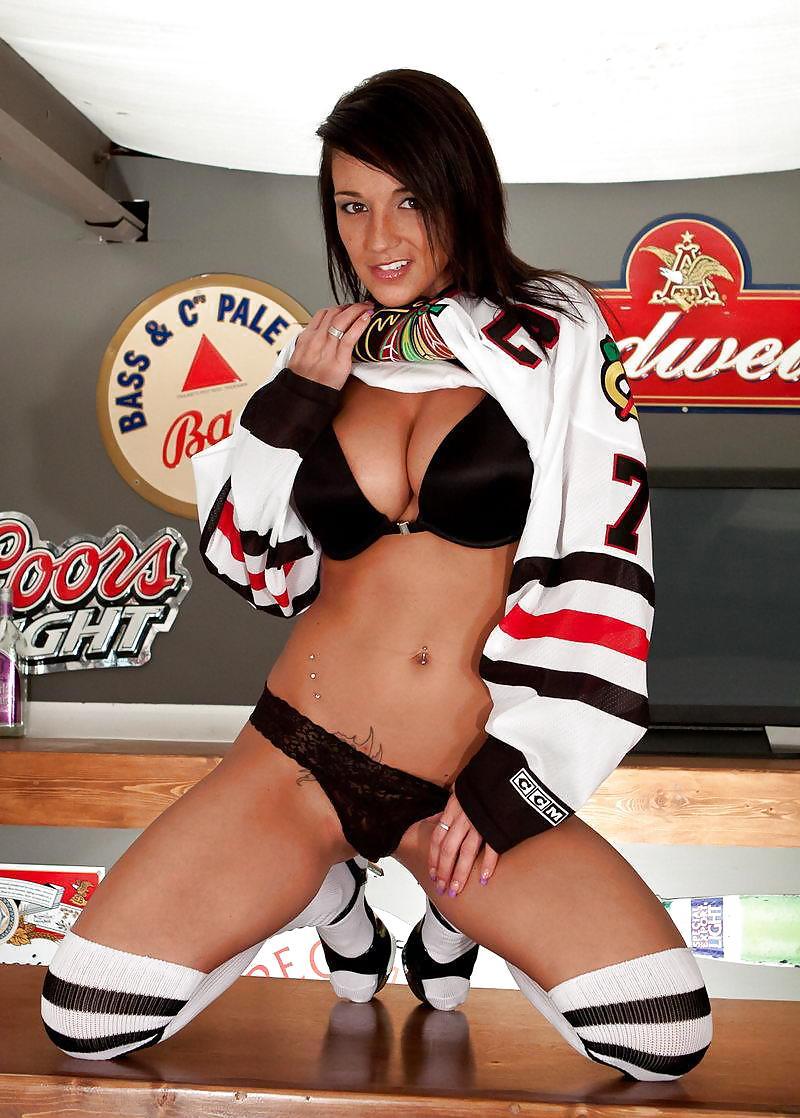 100 pure amateurs hockey moms vol 06 - 5 7
