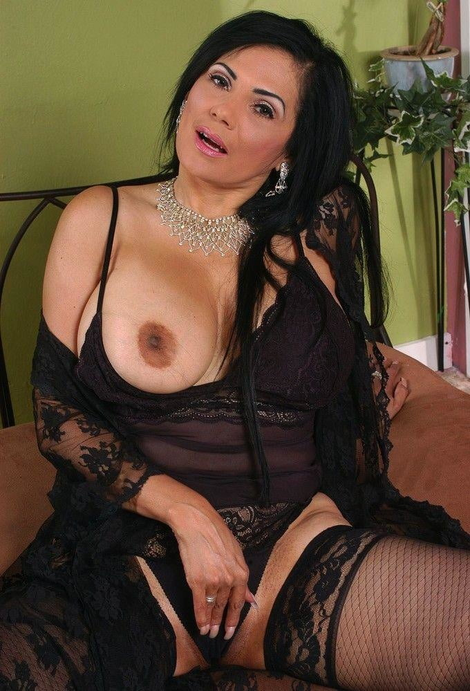 mide-older-latino-women-naked-pictures-boys-dick