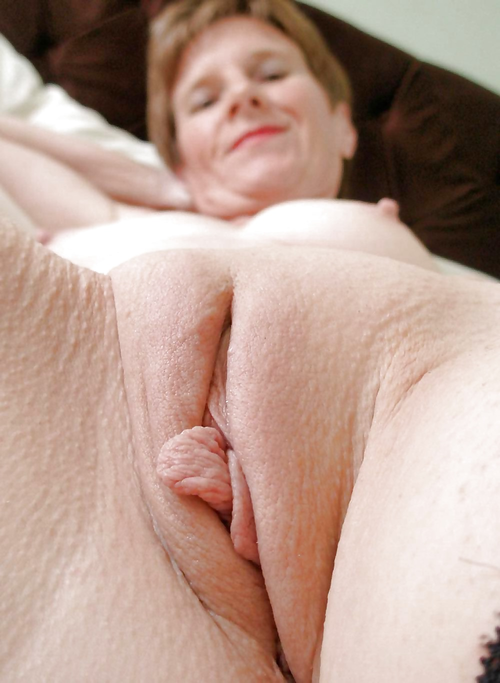 Older woman shaved pussy