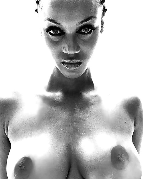Tyra banks naked in video — photo 13