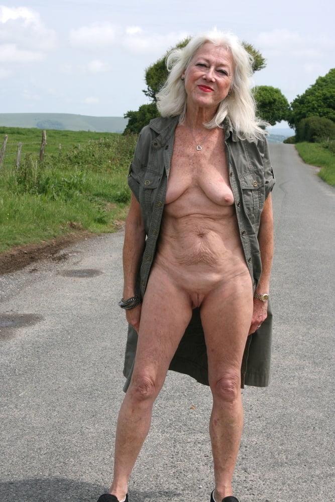 amateur nude asian women