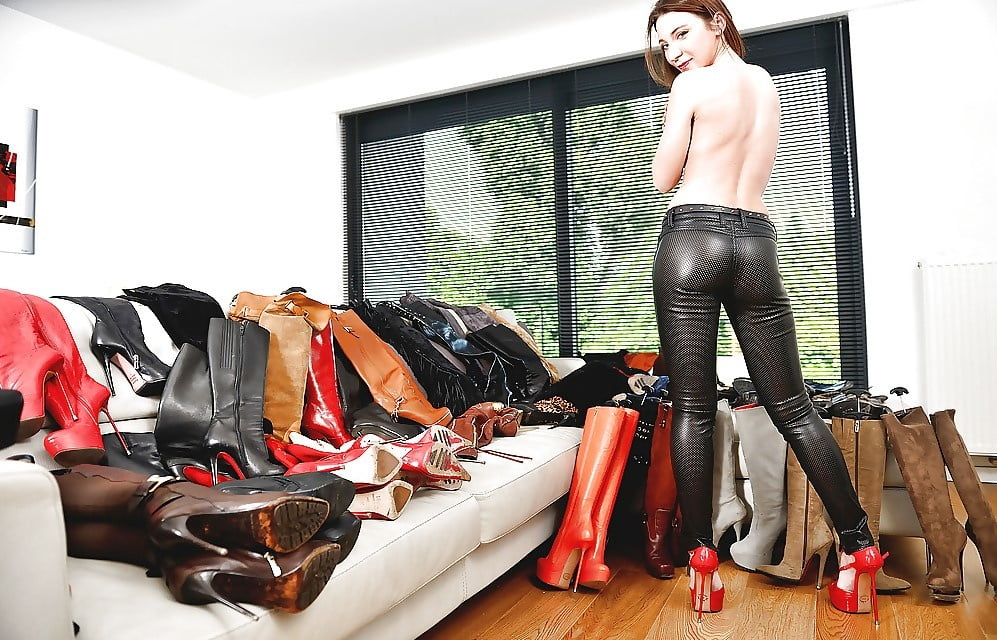 Free Leather Pants Porn Galery