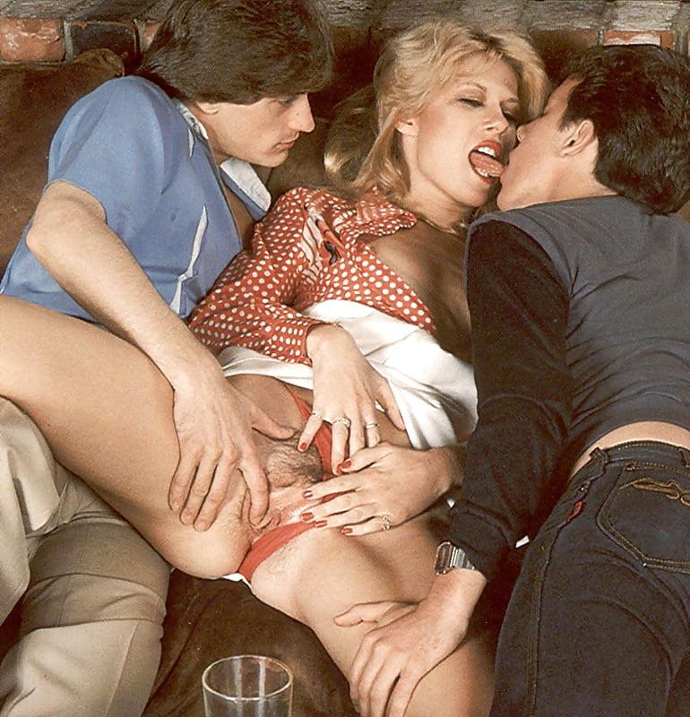 Девушка ретро порно тетя с подругой