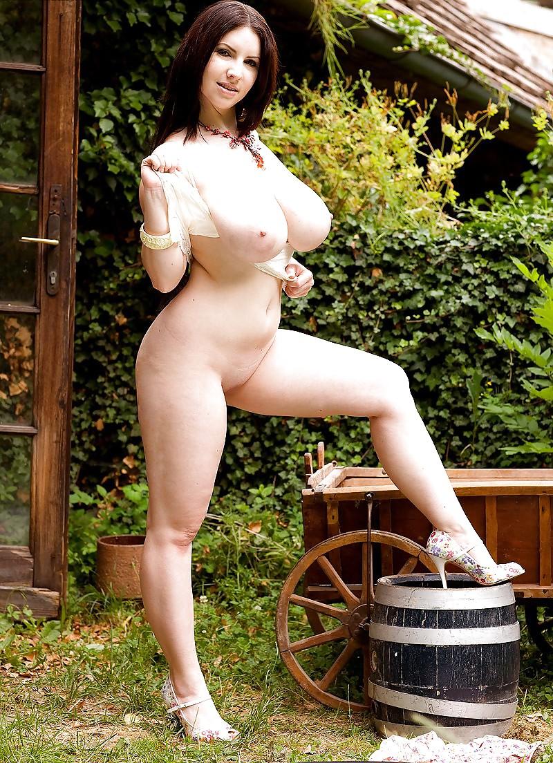 просто деревенская дама с большой грудью порно меня