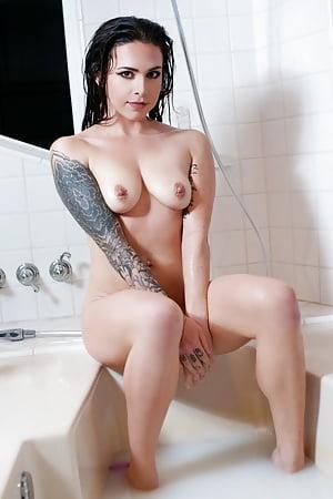 Suttin  nackt