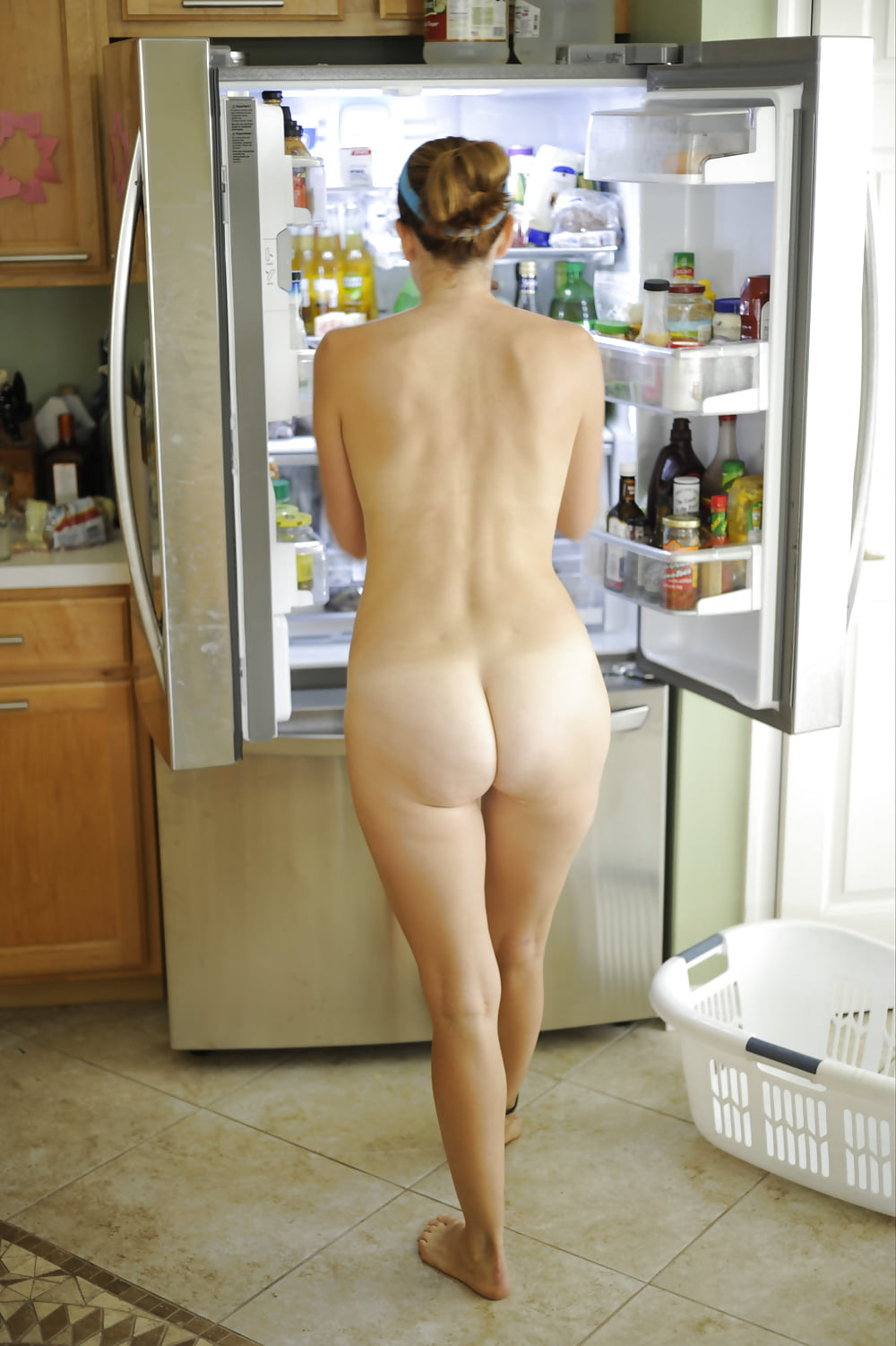Erotic wife in the kitchen — pic 14