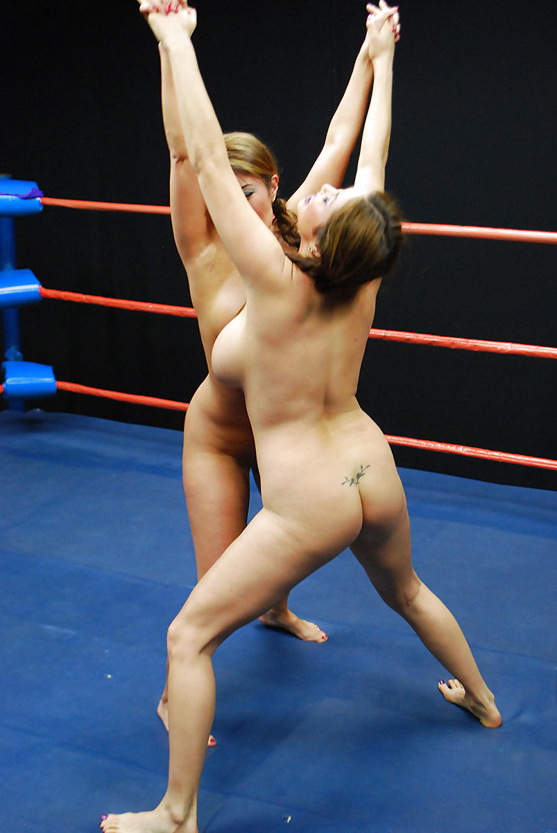 beautiful-women-pro-wrestlers-naked-defloration-vagina