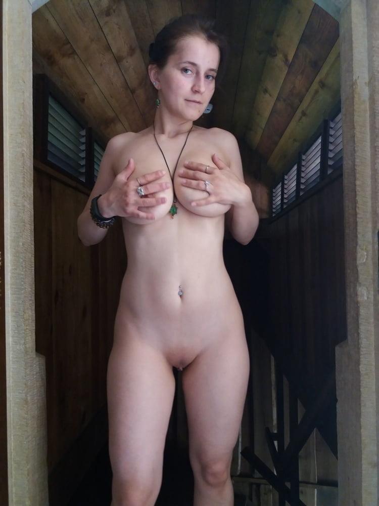 Great Tits Brunette - 26 Pics