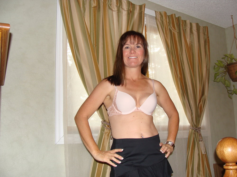 wife-poses-nude-for-home-movietures-tiava-tits