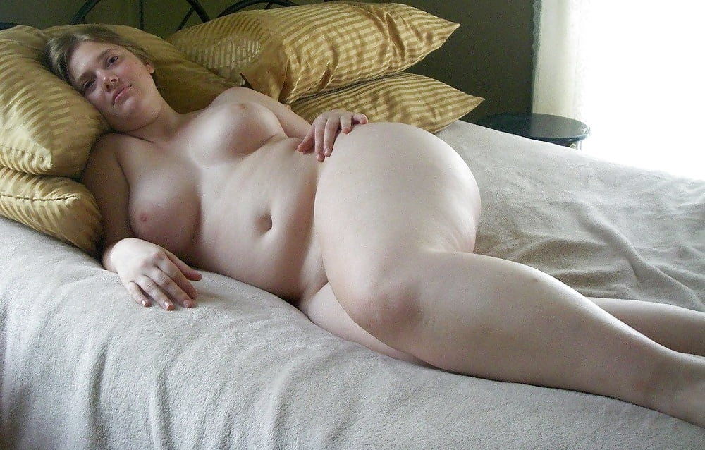 Bbw naked on bed
