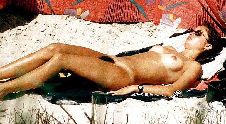 alyssa-milano-nude-at-the-beach