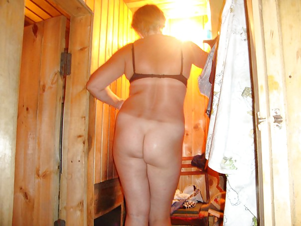 Подсмотрел за бабами в бане