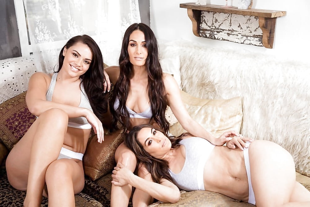 Bella twins naked images — photo 11