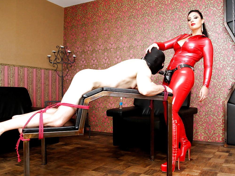 Mistress facesitting porn pics