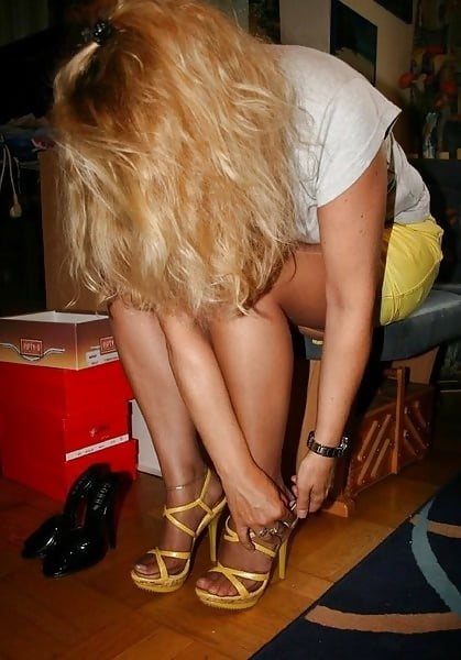 Sexy milf high heels-3528