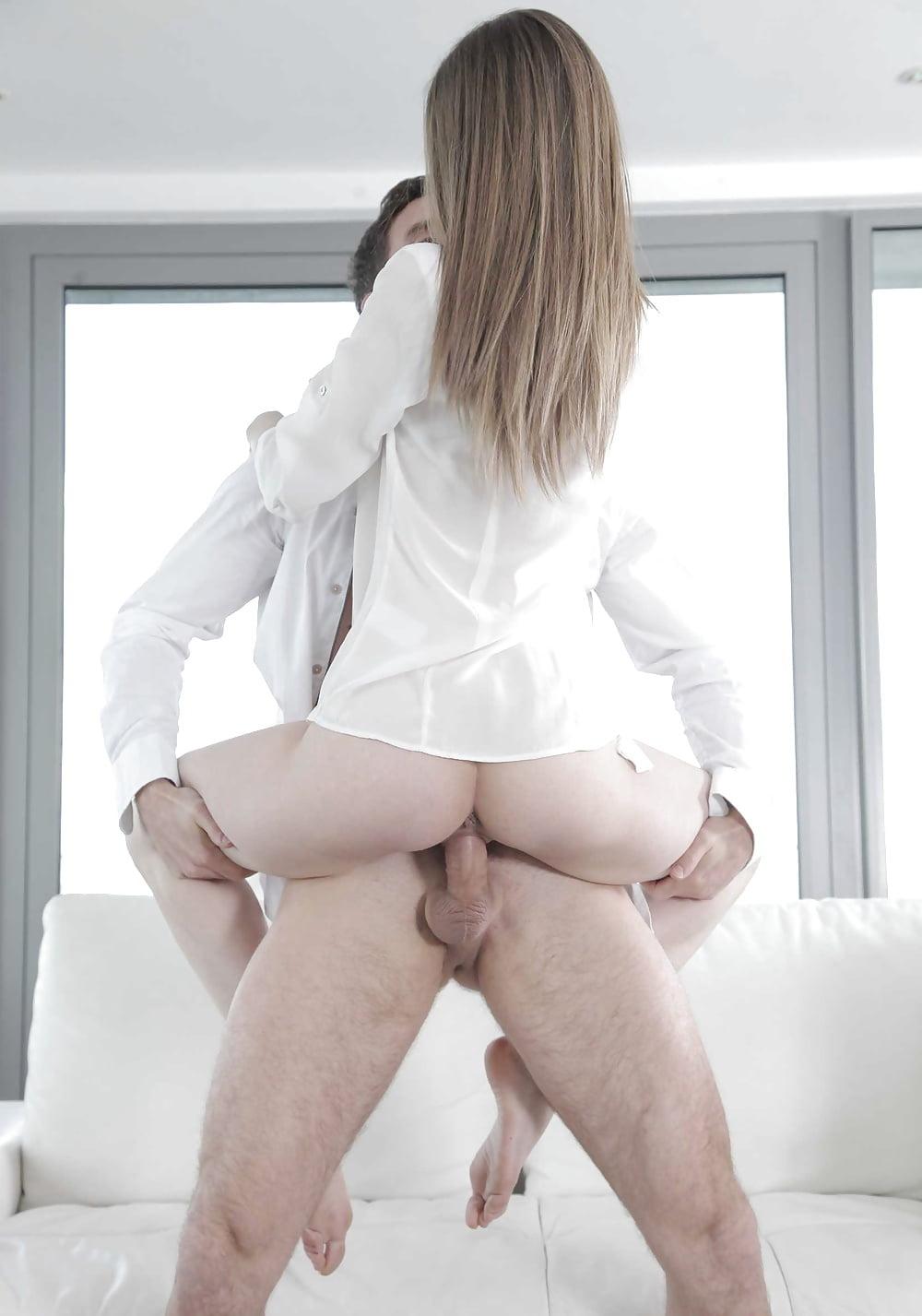 Голая милая девушка одела рубашку порно женщины