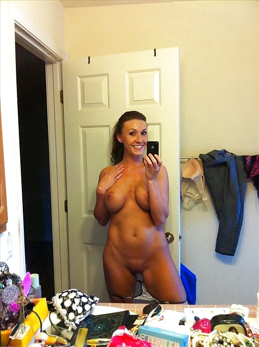 Hot nude mom selfie — pic 13