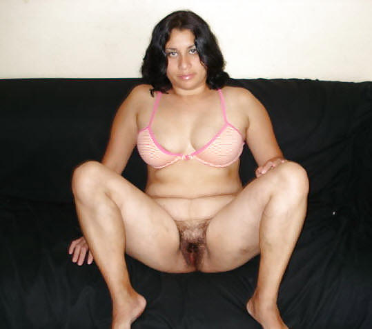 Stilettoes Shapey Legs In Pink Leggings, Dancing And Squatting, Wide Open Legs Showing Hairy Pussy