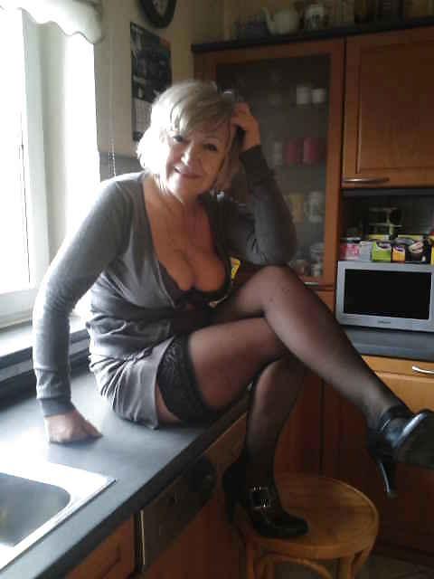 Naked Girls 18+ Brunette blonde tits threesome xxx