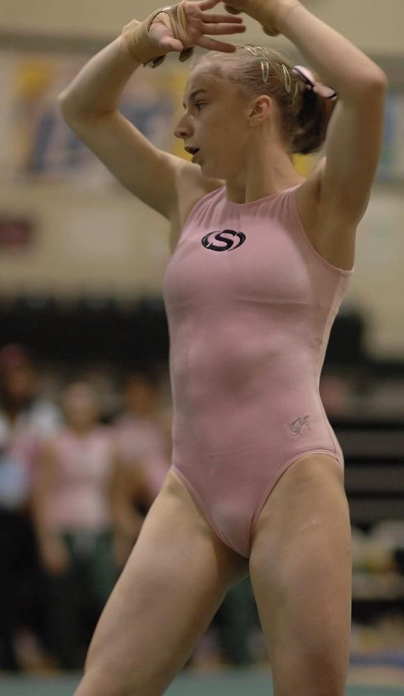 у гимнастки просвечивает вагина этом