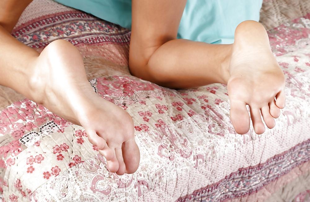 порно фото киска с раздвинутыми ногами близко возрастом эти дойки