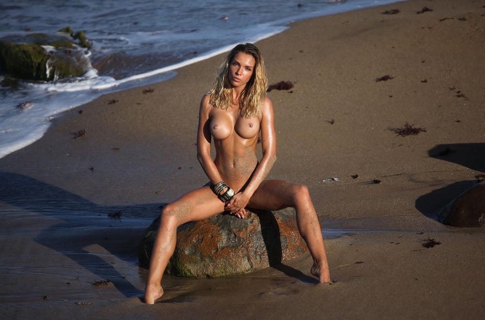 Amber Secret Beach Pornobae 1
