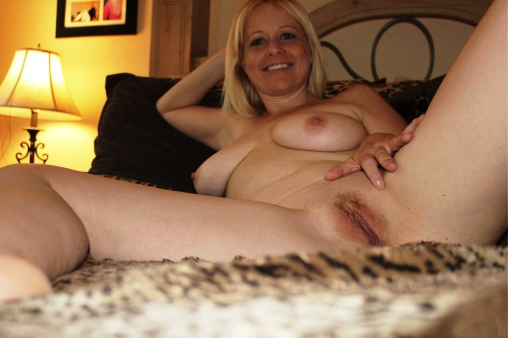 Hot Moms Spread Wide 292 - 52 Pics