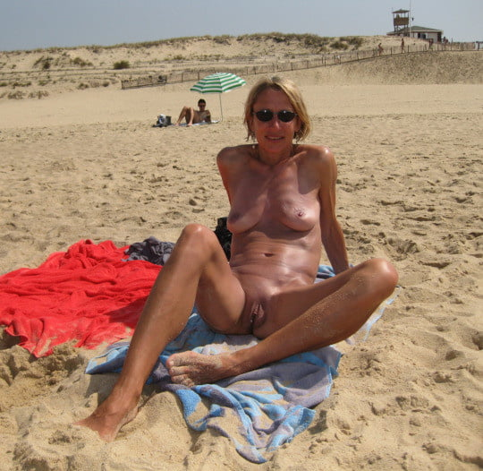 young amateur naked pics there