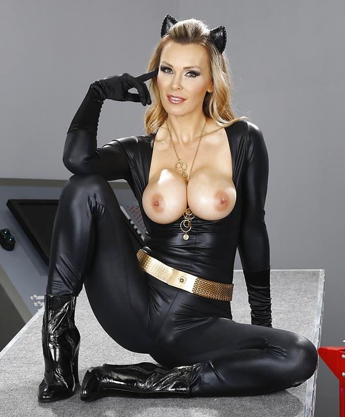 blowjob-cosplay-milf-naked-armless-women