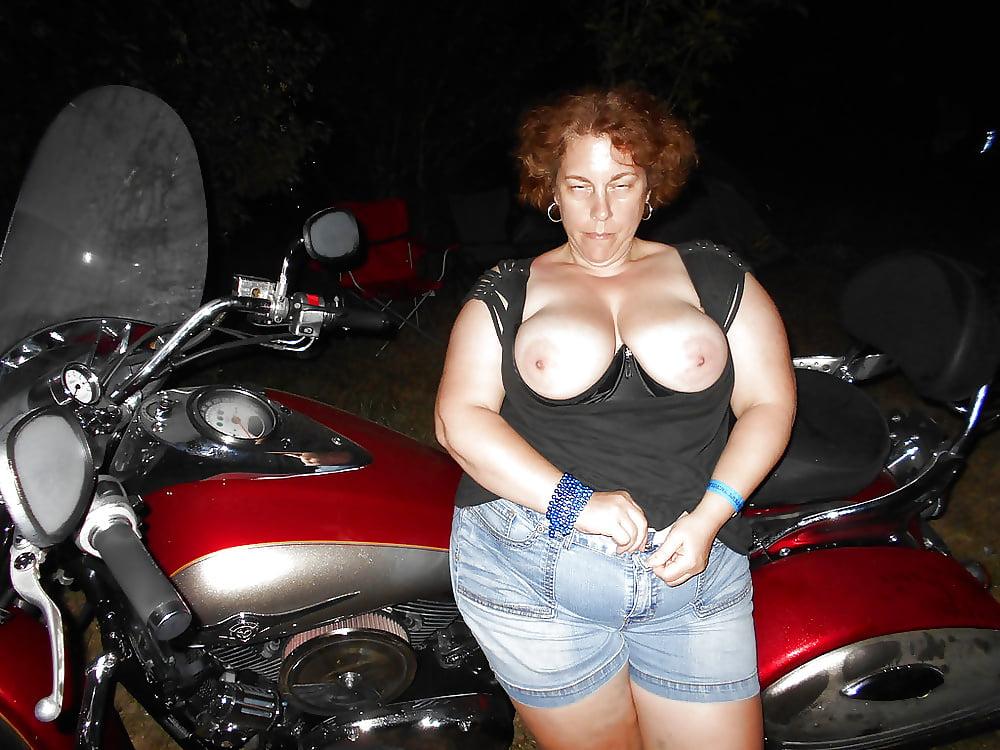 nude-amateur-chubby-biker-rally-bitches-pantyhose-cum-couple