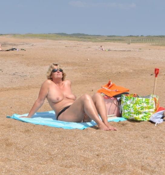 Milf beach amateur-9586