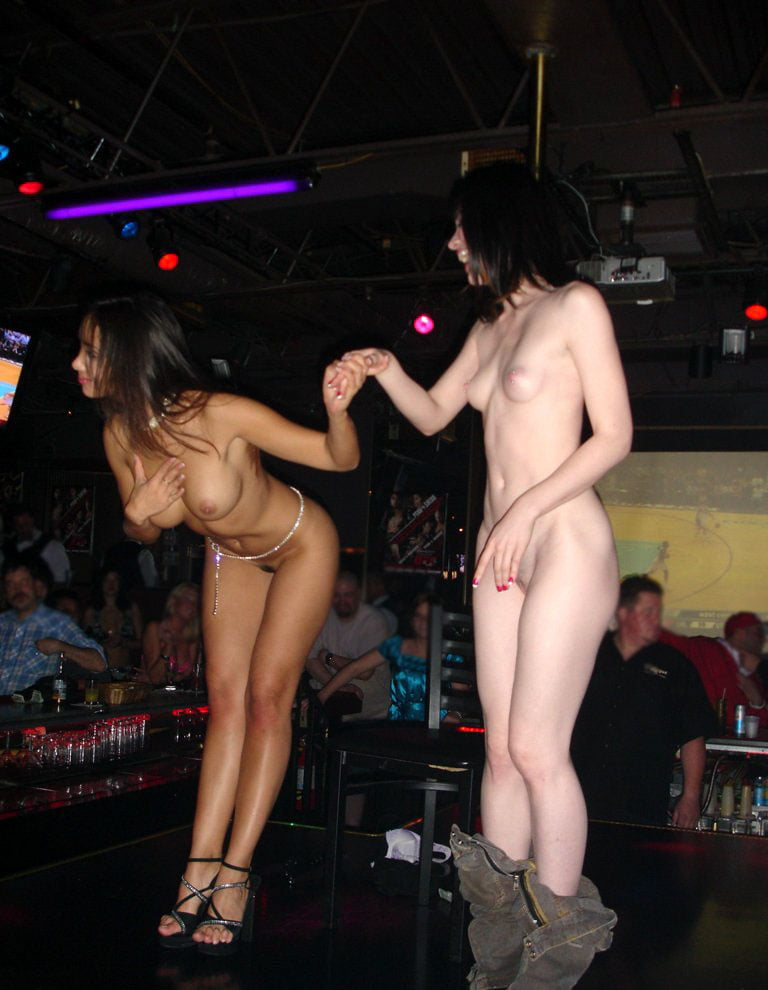naked-girls-in-the-strip-club