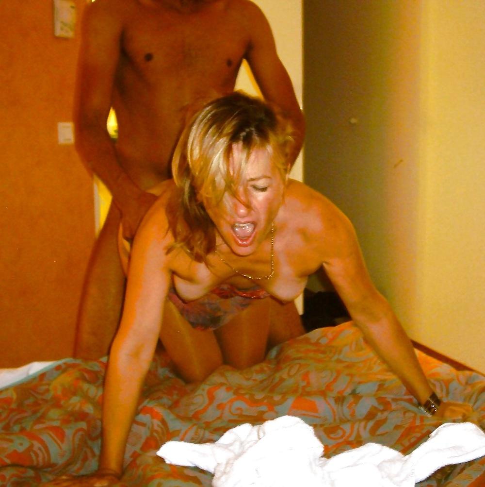 Изменила мужу на курорте порно