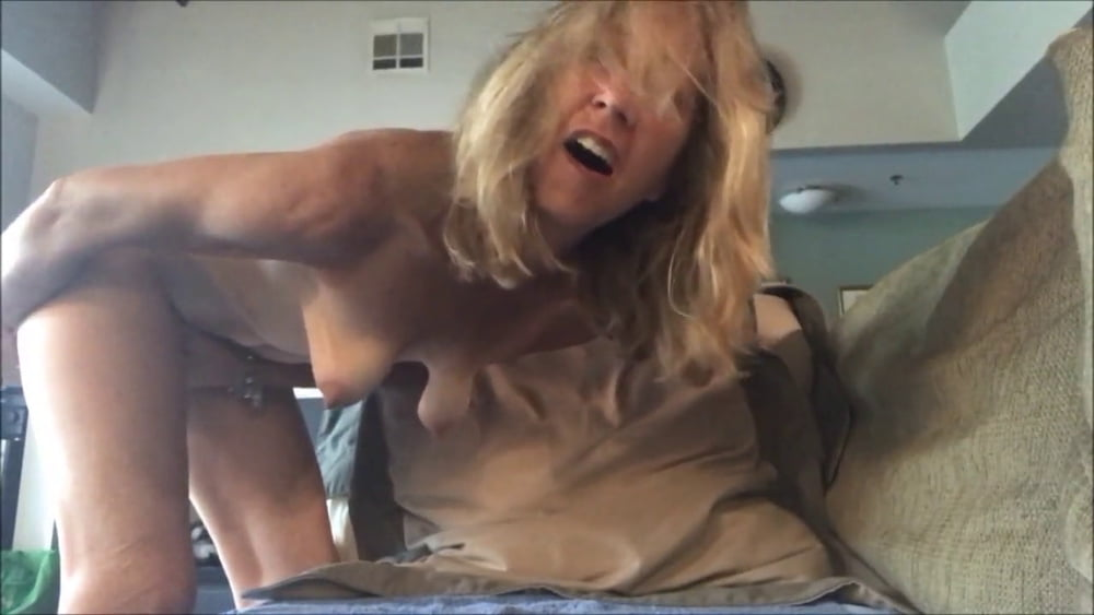 Beautiful mature masturbation
