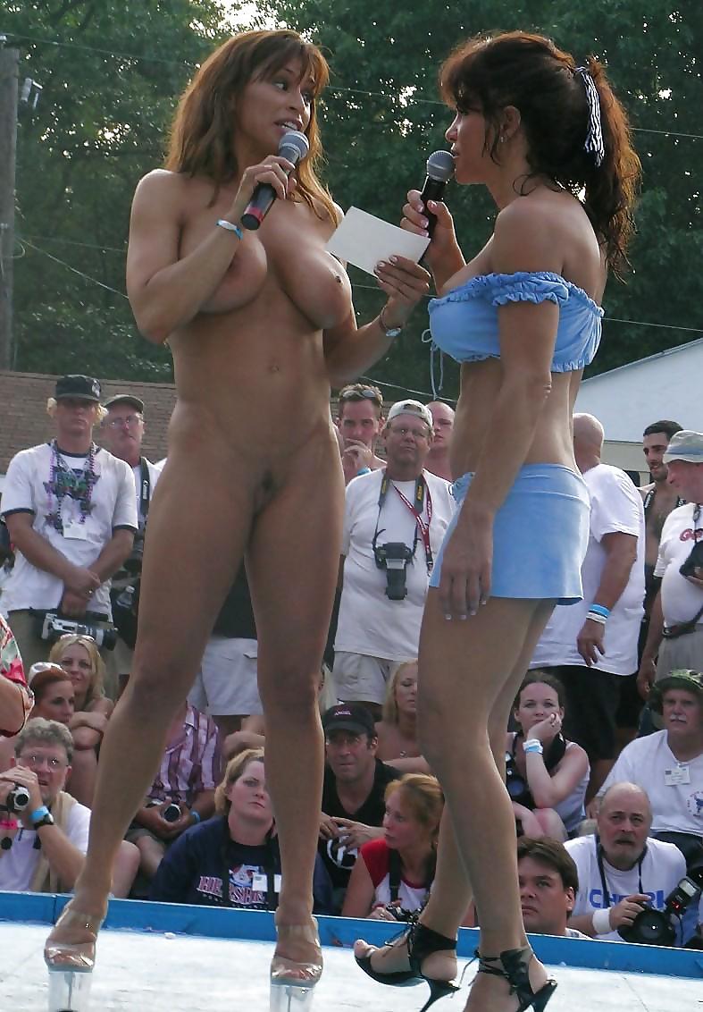 yaytsa-razdeli-na-publike-v-konkurse-popki-smotret-porno