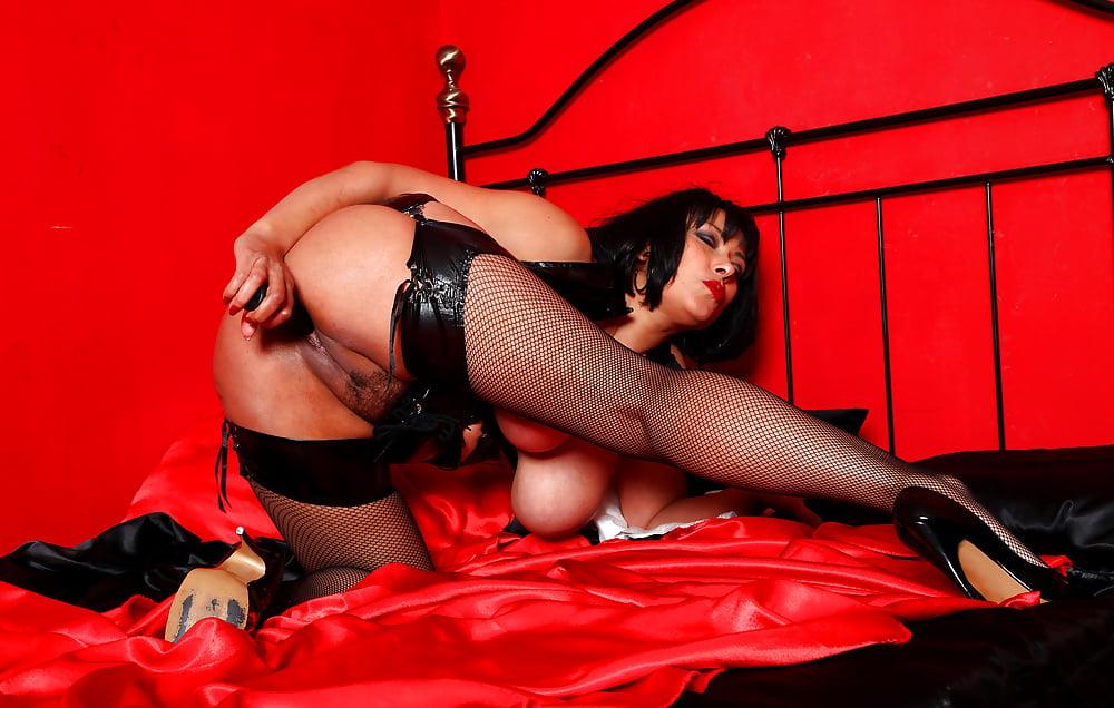 вадимовна порадовала необычным эро костюмом порно секс них