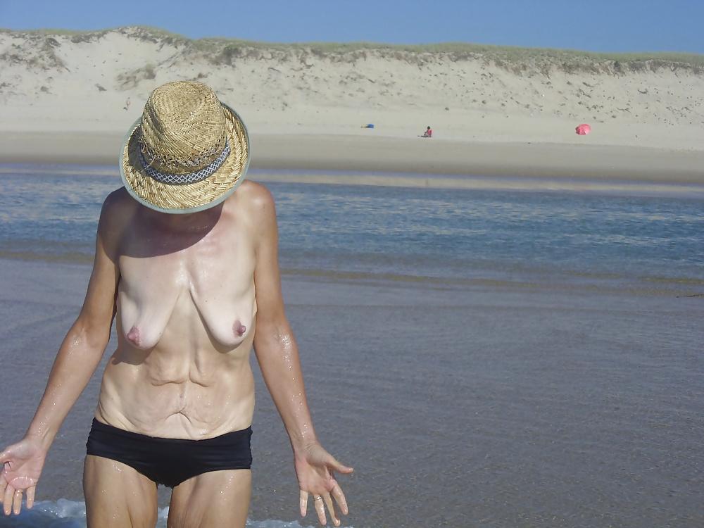 Nice mature saggy tits