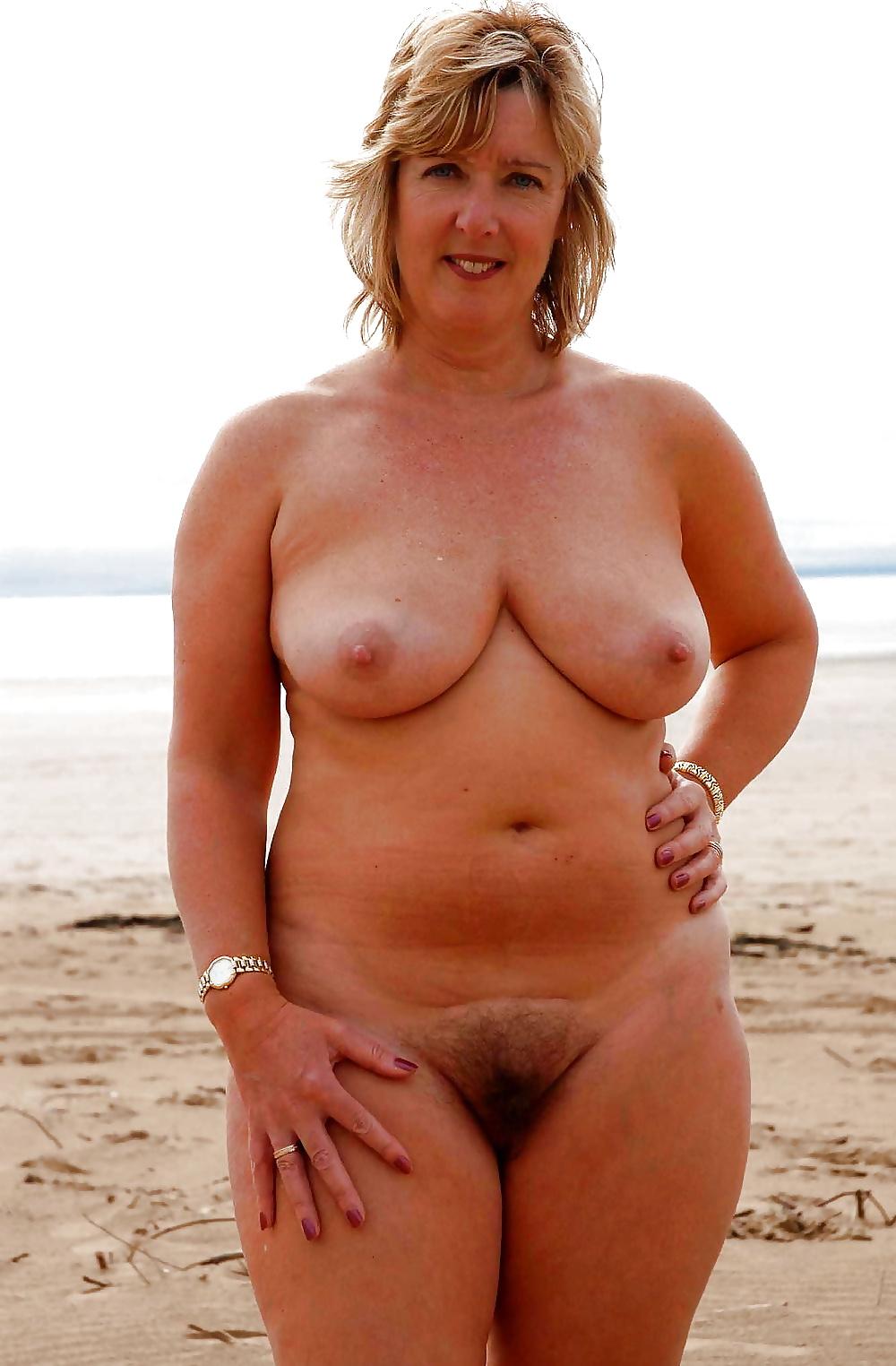 Направляет голые женщины в возрасте теле страстно кончает онлайн
