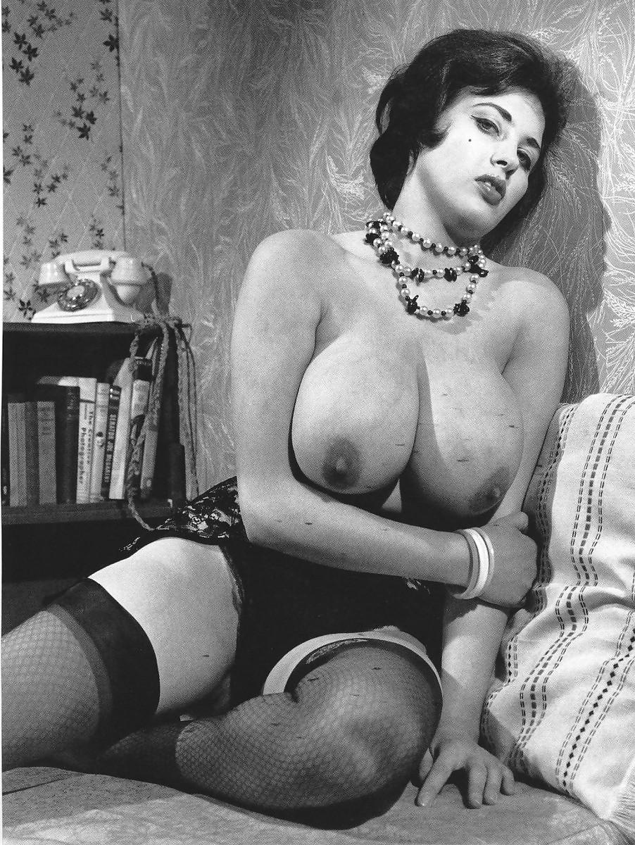 Ретро эротика с большой грудью онлайн