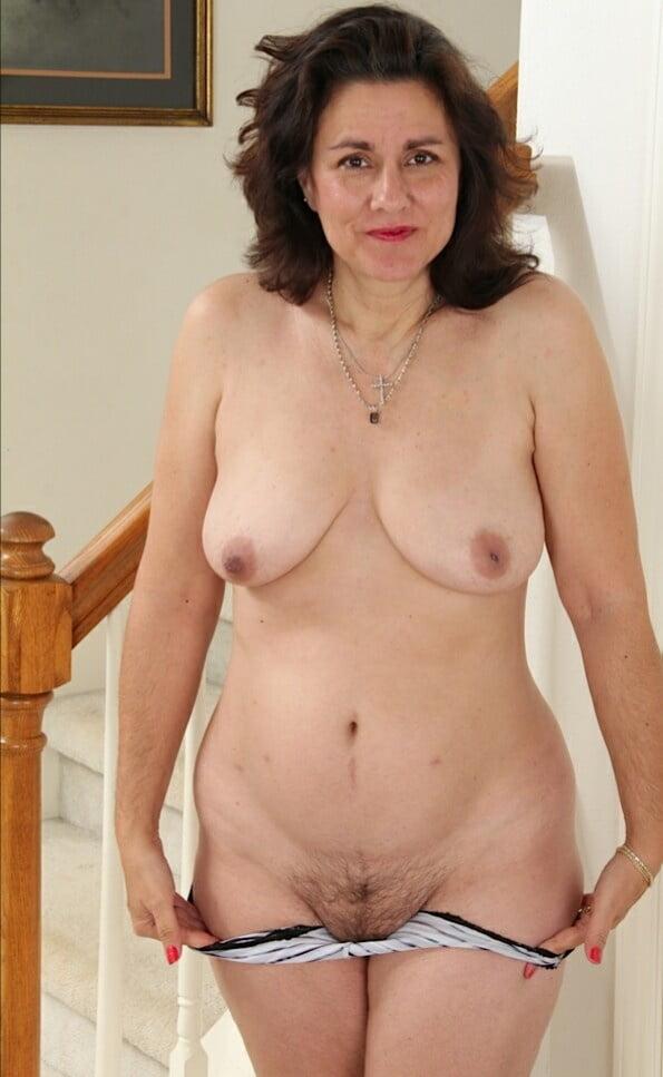Romanian mature women nude — pic 2