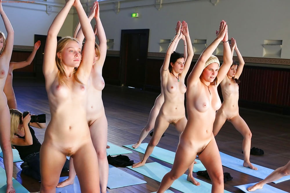 pics-of-naked-women-in-gymnasium-poops
