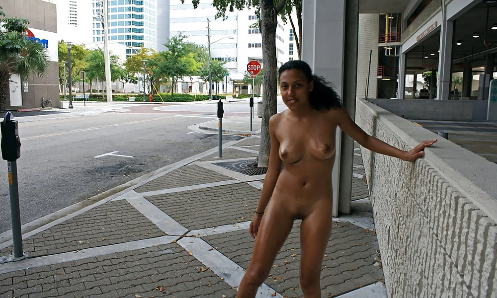 Hot nude indian girls in public — pic 3