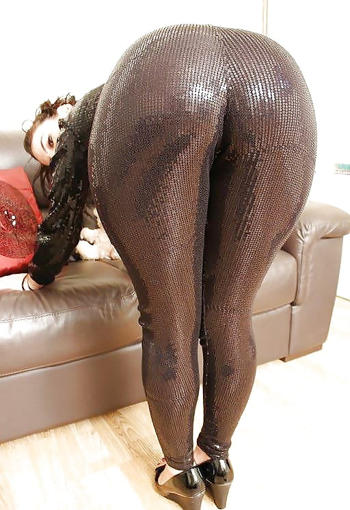 sexy-milf-in-leggings