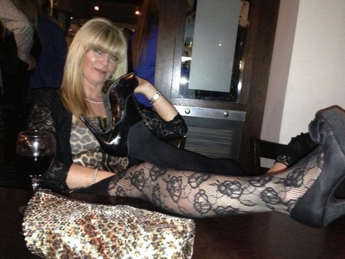Sexy UK MILF, what would you do to her? - 24 Pics