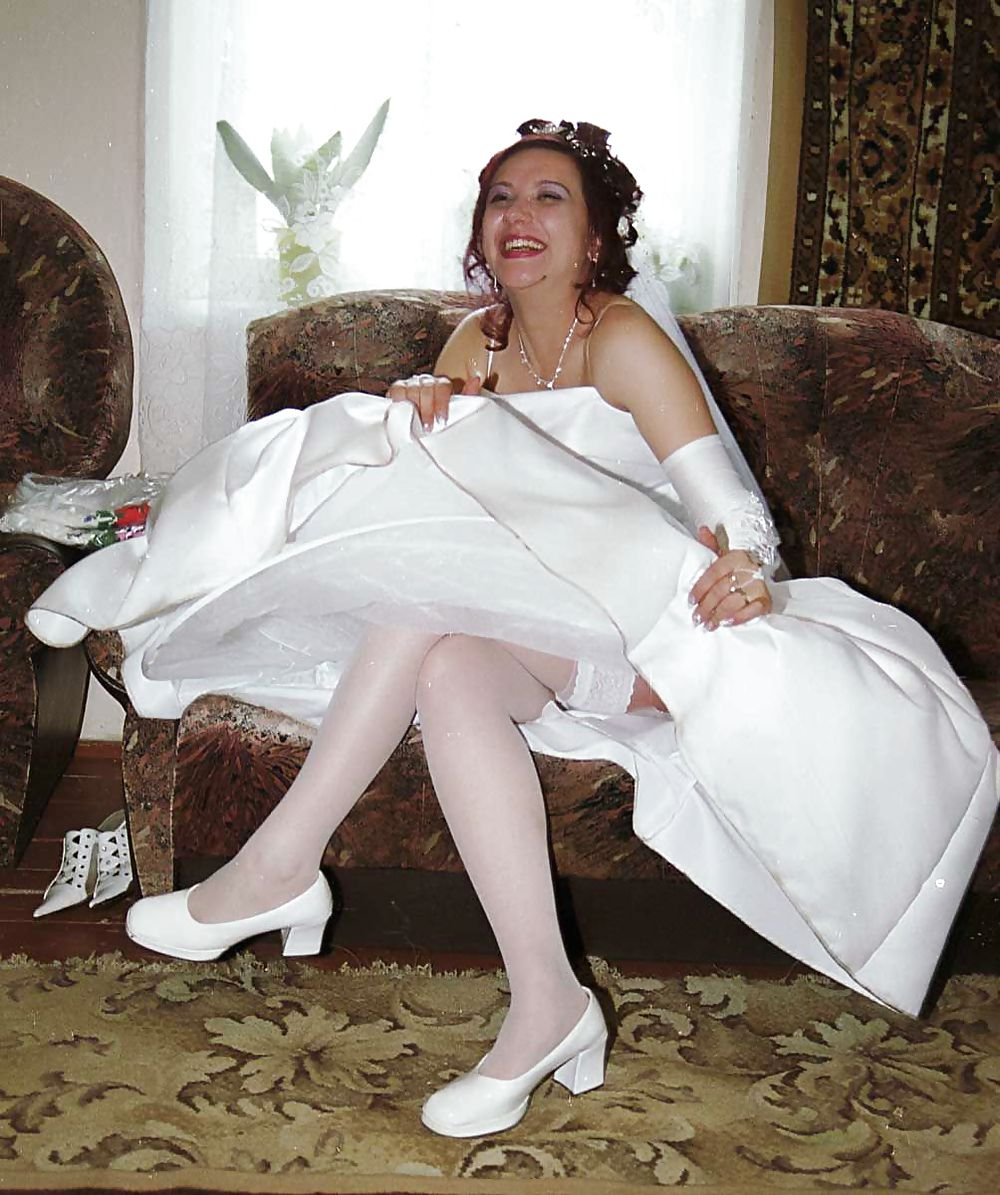 Трахает невесту, телка дрочит до эрекции мужику