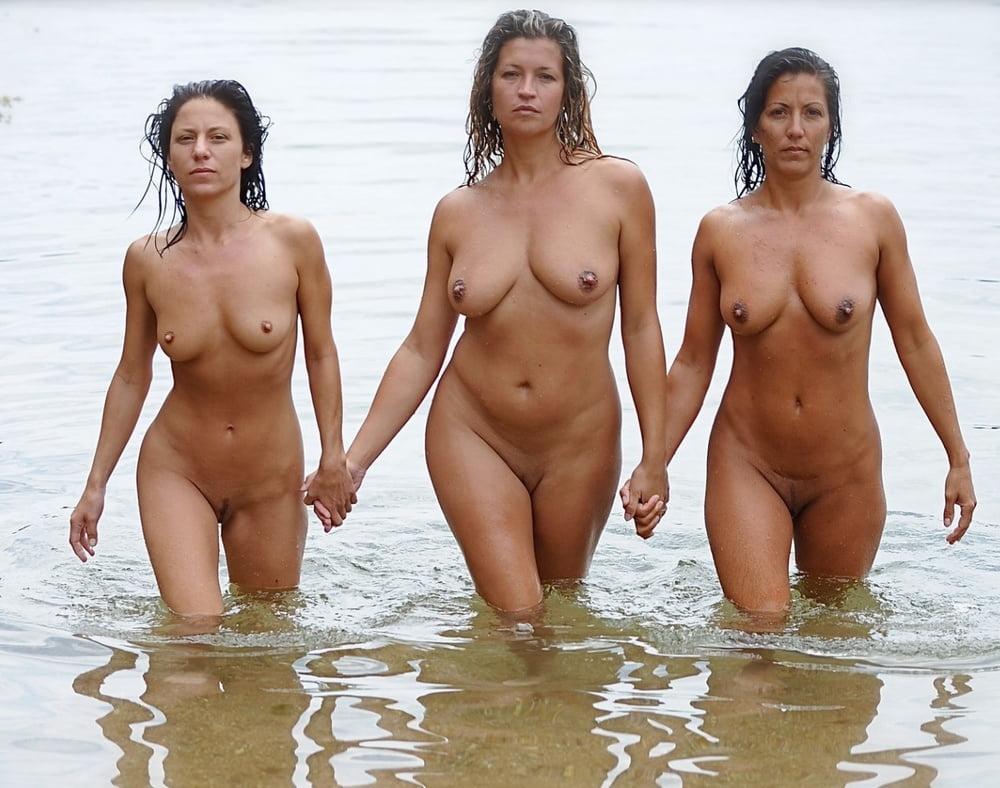 Groups of Sexy Ladies - 211 Pics