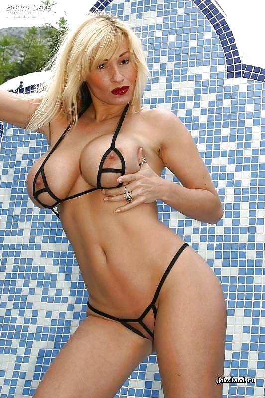 Big tits bikini threesome