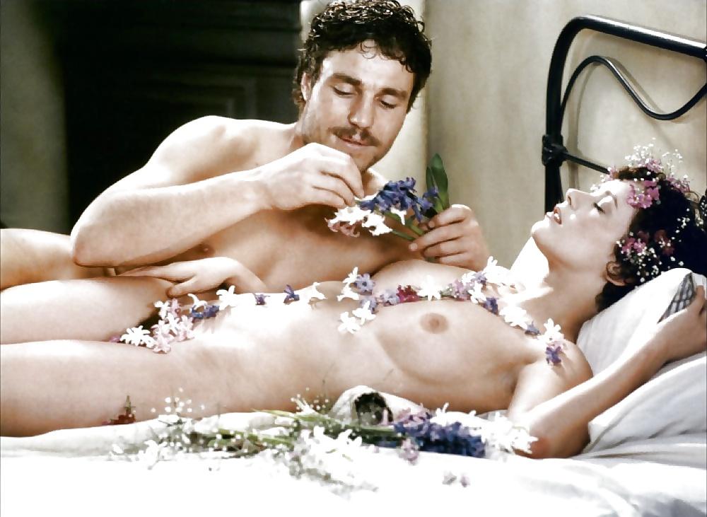 Пультом смотреть заграничные эротические фильмы фото