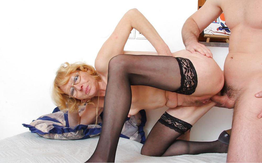 выдохе зрелые дамы в чулках на порно фото вас